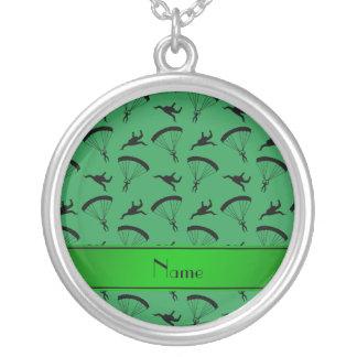 Motif vert nommé personnalisé de parachutisme pendentif rond