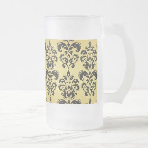 Motif vintage noir 2 de damassé d'or mugs