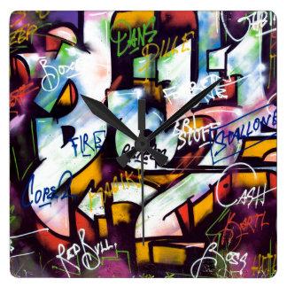 Mots colorés de graffiti horloge carrée