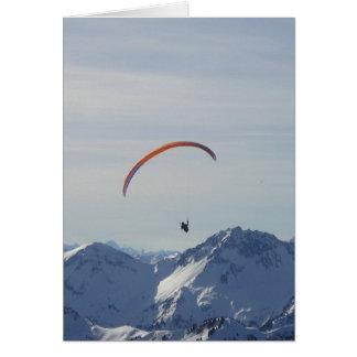 mouche de parapentisme de montagnes à la liberté e carte de vœux