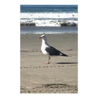 Mouette sur la plage papier à lettre