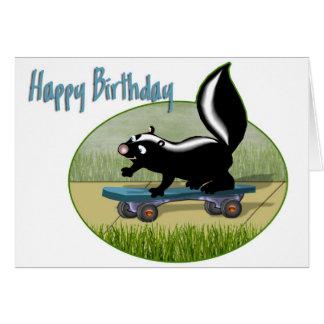 Mouffette sur un anniversaire de planche à roulett cartes de vœux