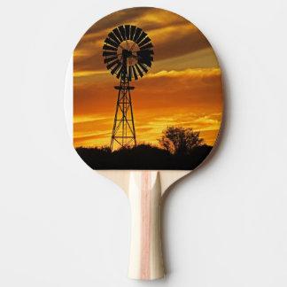 Moulin à vent et coucher du soleil, crique de raquette de ping pong