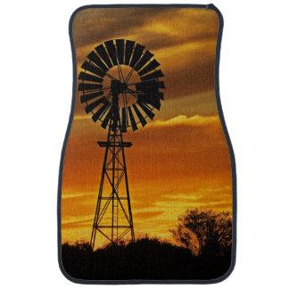 Moulin à vent et coucher du soleil, crique de tapis de voiture