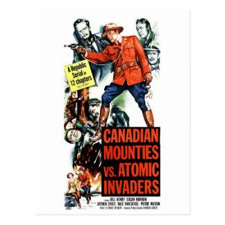 Mounties canadiens contre les envahisseurs carte postale