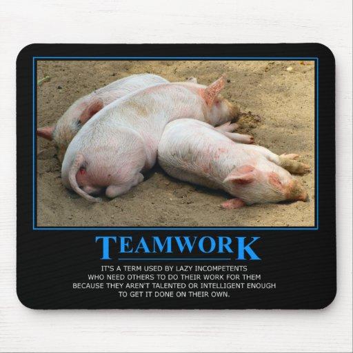 Mousepad de travail d 39 quipe tapis de souris zazzle for Surface minimum bureau code du travail