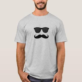 Moustache et lunettes de soleil t-shirt