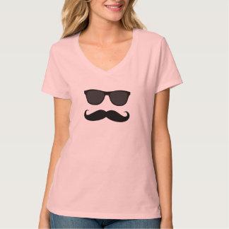 Moustache et lunettes de soleil t-shirts