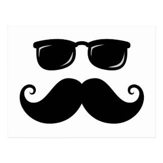 Moustache et visage drôles de lunettes de soleil carte postale