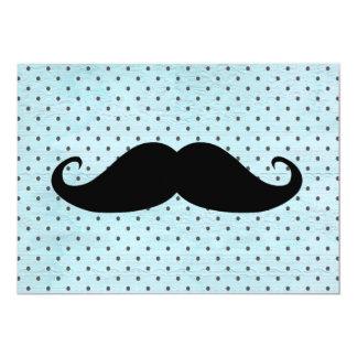 Moustache noire drôle sur le pois bleu turquoise carton d'invitation  12,7 cm x 17,78 cm