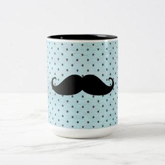 Moustache noire drôle sur le pois bleu turquoise mug