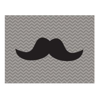 Moustache sur l'arrière - plan gris de chevron carte postale