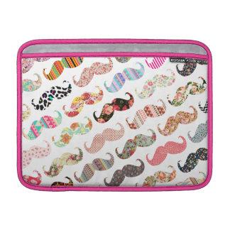 Moustaches colorées Girly drôles de motifs Poches Macbook Air
