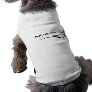 Mouvement activé t-shirt pour chien