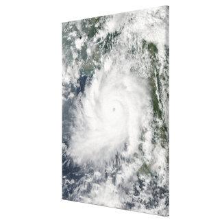 Mouvements de Giri de cyclone à terre au-dessus de Toiles