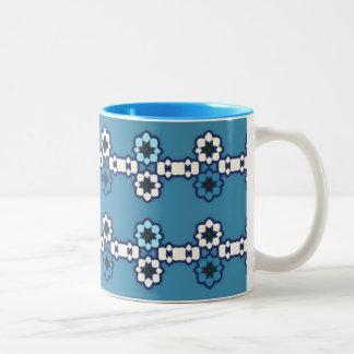 """Mug 2 couleurs Bleuet motif """"Colliers de fleurs"""""""