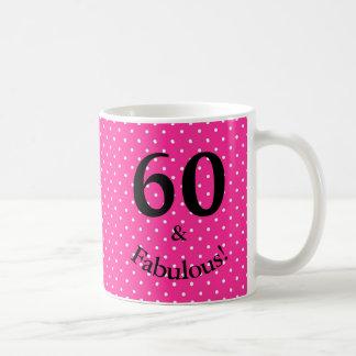 Mug 60 et pois rose lumineux d'anniversaire fabuleux