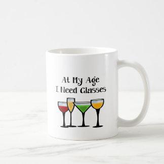 Mug À mon âge j'ai besoin de verres