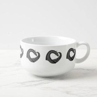 Mug À Soupe Dragon noir de coeur sur le blanc