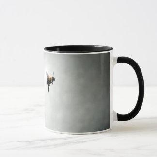 Mug abeille en vol