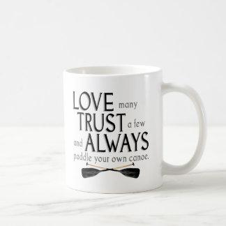 Mug Aimez beaucoup, faites confiance à quelques uns