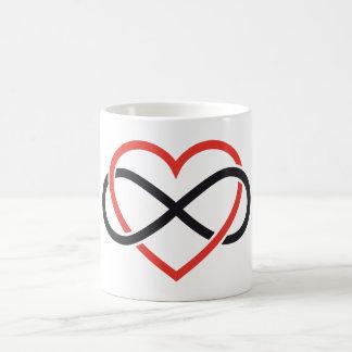 Mug amour interminable, coeur rouge avec le signe