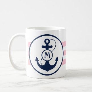 Mug Ancre nautique décorée d'un monogramme rose
