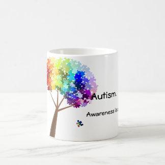 Mug Arbre de puzzle d'arc-en-ciel de sensibilisation