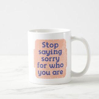 Mug Arrêtez dire désolé pour qui vous êtes
