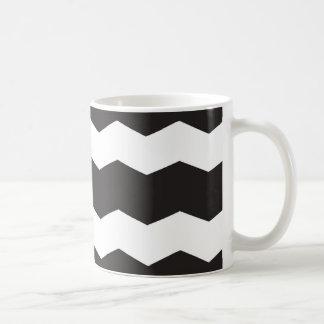 Mug Arrière - plan noir et blanc de motif de Chevron