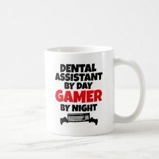 Mug Assistant dentaire par le Gamer de jour par nuit