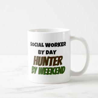 Mug Assistant social par le chasseur de jour par