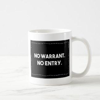 Mug Aucune garantie. Aucune entrée. Police de barbelé