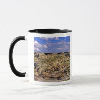 Mug Bad-lands au parc provincial de dinosaure dans