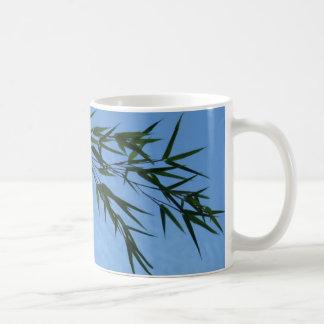 Mug bambou sur ciel de nuages