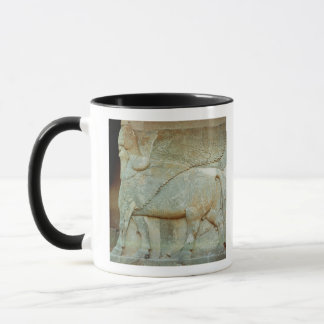Mug Bas-soulagement d'un taureau anthropomorphe