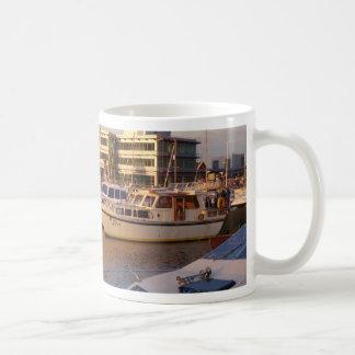 Mug Bateaux dans une marina