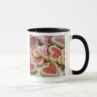 Mug biscuits doux de valentine dans une boîte à