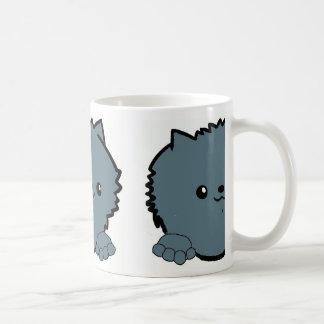 Mug bleu jetant un coup d'oeil pomeranian