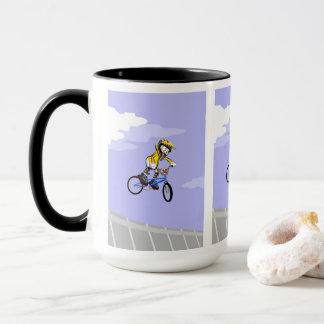 Mug BMX enfant en donnant un saut à toute adrénaline