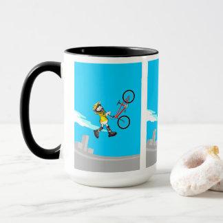 Mug BMX enfant en volant par l'air avec sa bicyclette