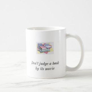 Mug books2, books2, ne jugent pas un livre par son