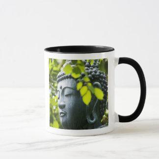 Mug Bouddha dans le jardin de temple de Senso-JI