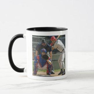 Mug Broc, pâte lisse et arbitre de base-ball dans prêt
