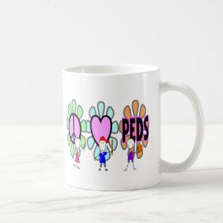 """Mug Cadeaux pédiatriques de """"Paix-Amour-Pédiatrie"""""""