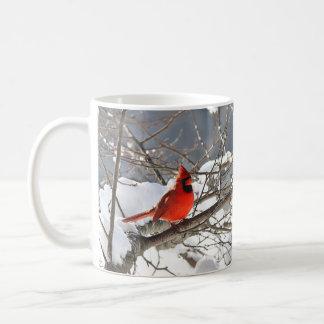 Mug Cardinal du nord dans la neige