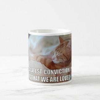 Mug Célébrez l'AMOUR - la plus grande conviction est
