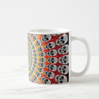 Mug Cercles des crânes et des graphiques du feu :