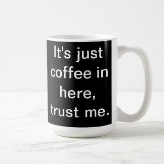 Mug C'est juste café dans ici attaquent (le noir)