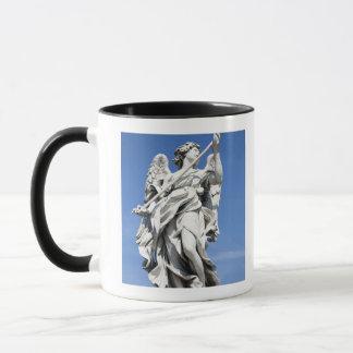 Mug C'est l'une des statues d'ange des 2 célèbres